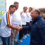 premiazione-da-parte-del-presidente-giuseppe-abbagnale-3-%c2%a6-posto-ai-campionati-italiani-coastal-rowing-2016